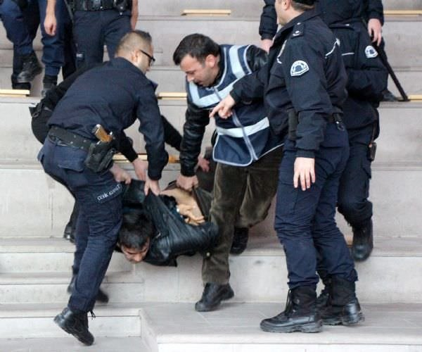 Eylemci öğrencilere gözaltı
