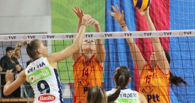 Fenerbahçe, Trabzon'da set vermeden kazandı