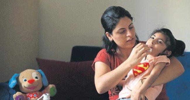 Kızını iyileştirmek için yardım istedi