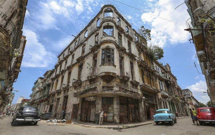 Küba'yı ABD ayakta tutuyor