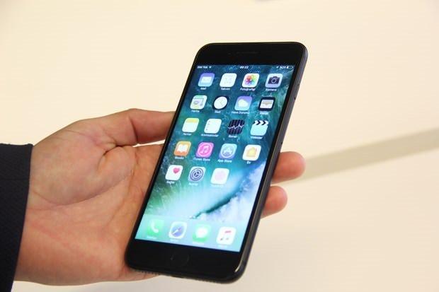 Gece yarısı iPhone 7 kuyruğu