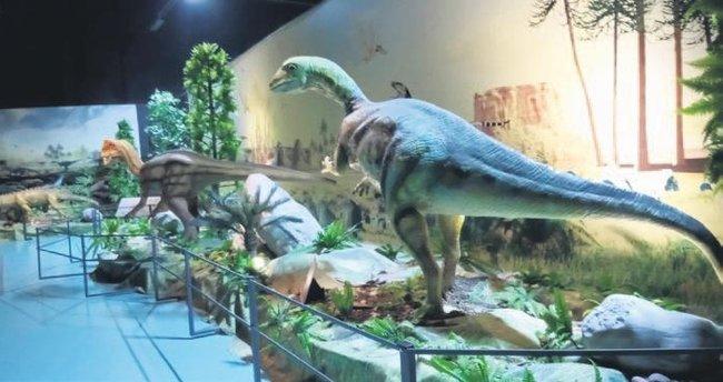 Dinozorlar rekora koşuyor