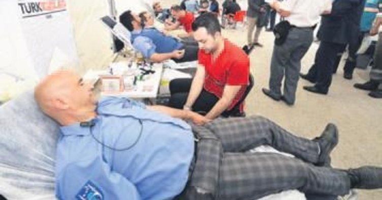 EGO personelinden Kızılay'a kan bağışı