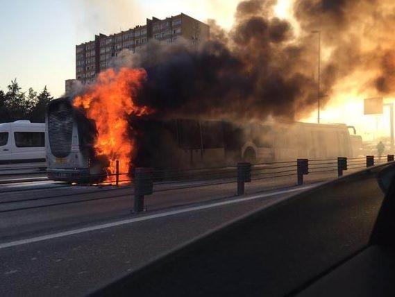 İstanbul'da metrobüs yangını
