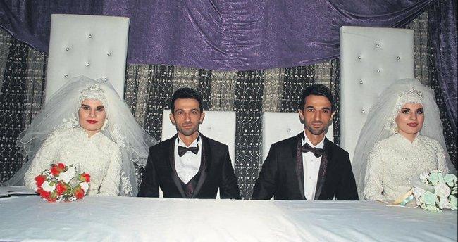 İkiz gelin ve damatlar aynı gün evlendiler