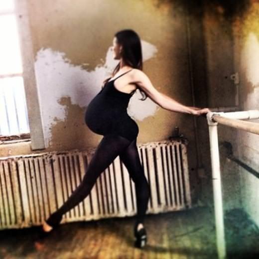Dokuz aylık hamile balerin şaşırtıyor