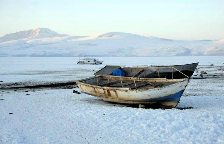 Ahlat'taki Nazik Gölü Dondu