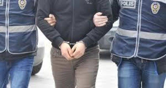 İzmir merkezli FETÖ operasyonuna 3 tutuklama!