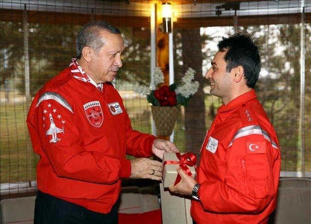 Erdoğan Türk Yıldızları'nı ziyaret etti