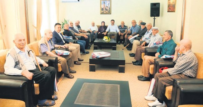 Keçiören Belediye Başkanı Ak'tan huzurevine ziyaret