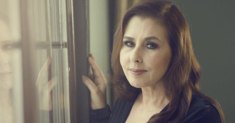 Şarkıcı Nilüfer 62. yaşını kutladı