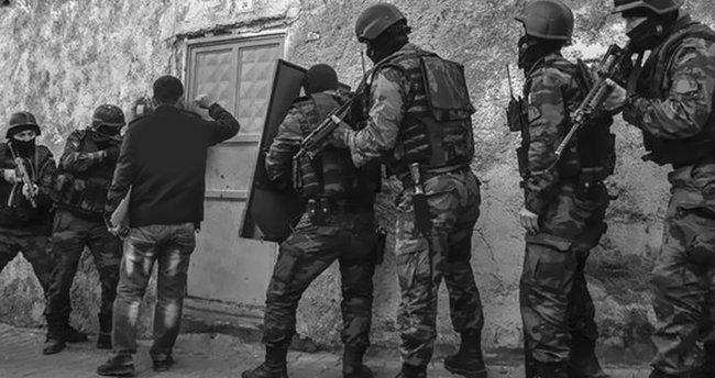 Hakkari'de PKK'ya patlayıcı gübre baskını