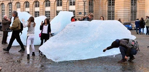 Paris'in göbeğine buz kütleleri