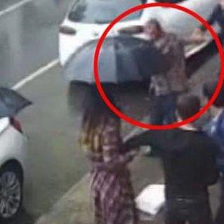 Yolda yürüyen çifte saldıran saldırgan yakaladı