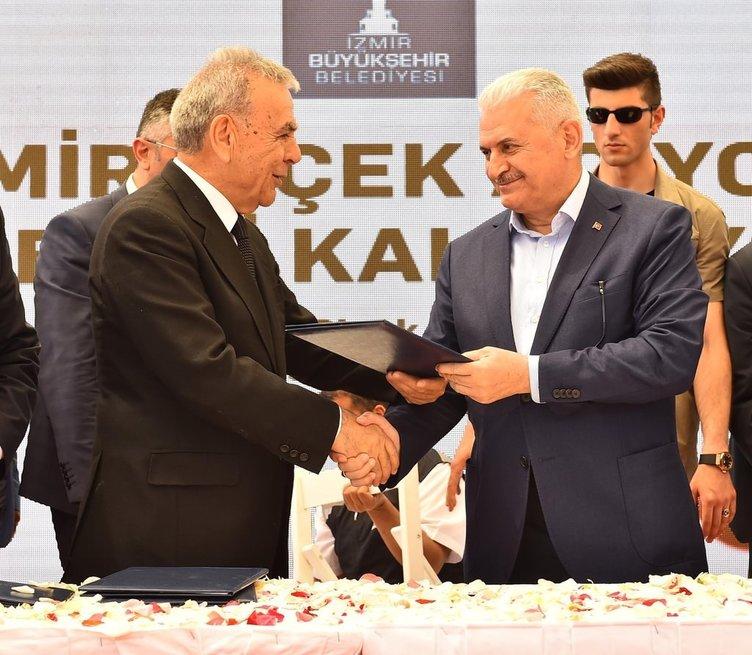 Bakan Yıldırım ve CHP'li Kocaoğlu külliye açtı