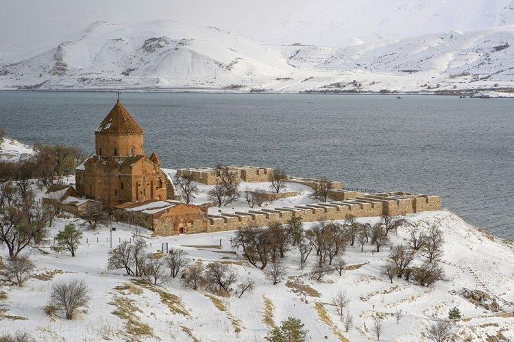 Akdamar adasında kış güzelliği