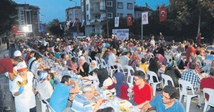 Denizli'de 4 bin kişiye iftar verildi