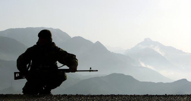 Mevzide el bombası patladı: Bir asker şehit