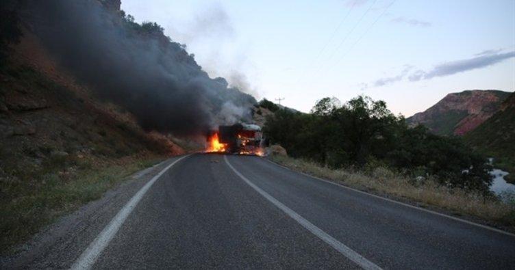PKK'lılar, Tunceli-Pülümür karayolunda araç yaktı!