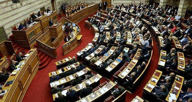 Yunanistan'da yeni kemer sıkma önlemlerine onay!