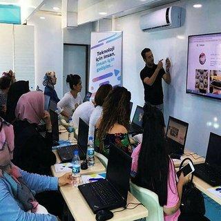 Türk Telekom kadınlara eğitim verecek