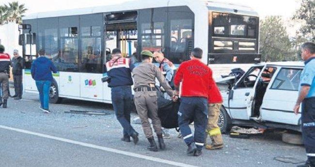 Otobüse çarpan aracın sürücüsü öldü