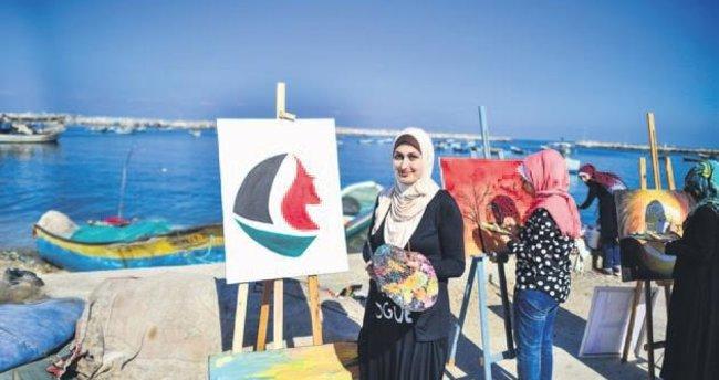 Filistinli kadınlar 'özgürlük filosu' için resim yaptı