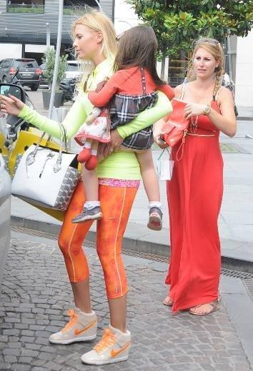 Chloe Laughnan ailesiyle görüntülendi
