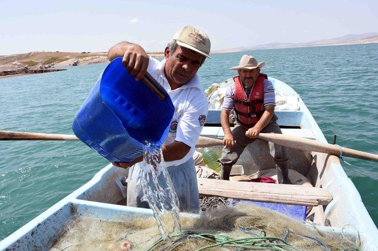 Köyü sular altında kalınca balıkçı oldu