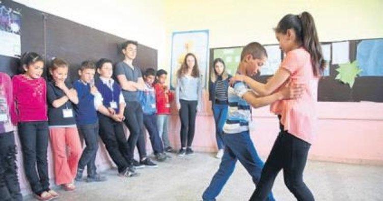 Köy çocuklarının sanatla buluşması