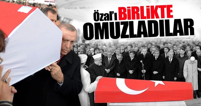 Devletin zirvesi Korkut Özal'ın tabutuna omuz verdi
