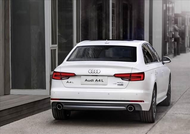 Uzun şasi Audi A4 sahnede