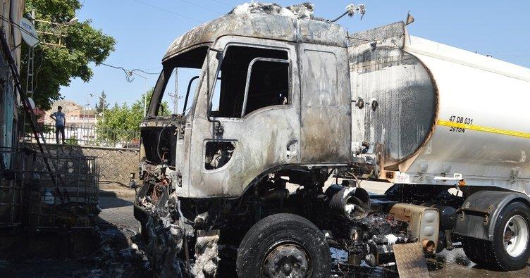 Akaryakıt tankeri patladı: 2 yaralı