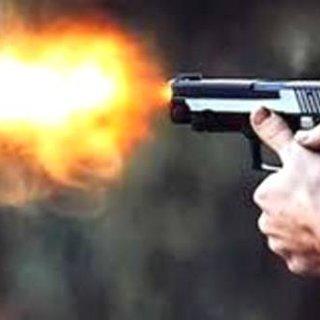 Düzce'de Büfeciye yapılan silahlı  saldırıda 2 kişi yaralandı.