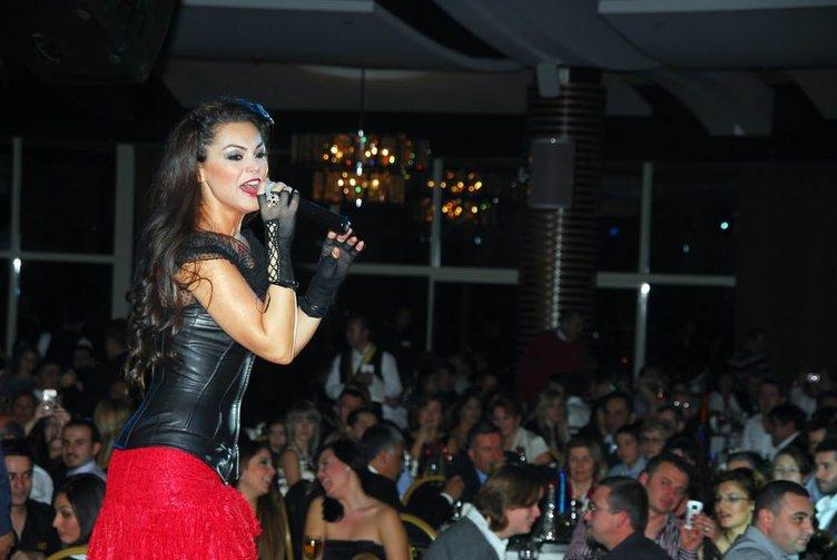 Gazetecileri dövdürten şarkıcı Nez'in cezası belli oldu