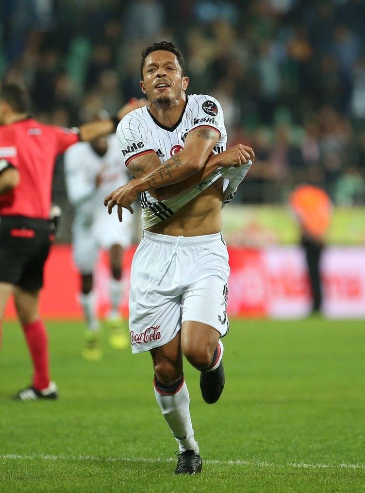 Sosyal medyada Adriano patlaması!