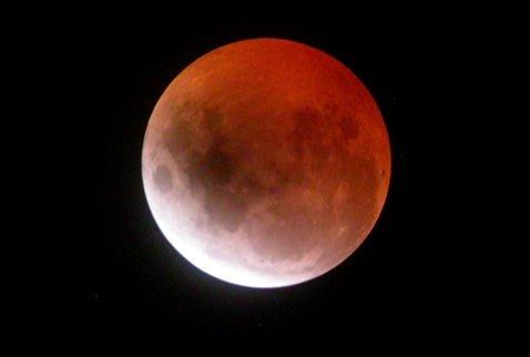 Bu gece 'Parçalı ay tutulması' var!  .