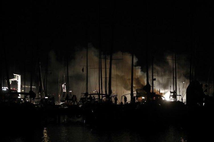 15 tekne kül oldu