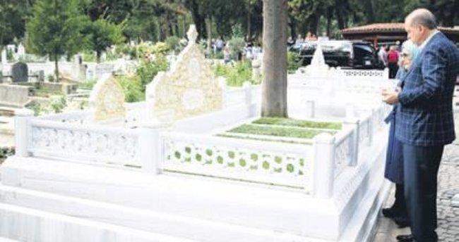 Erdoğan ailesi anne babalarının mezarlarını ziyaret etti