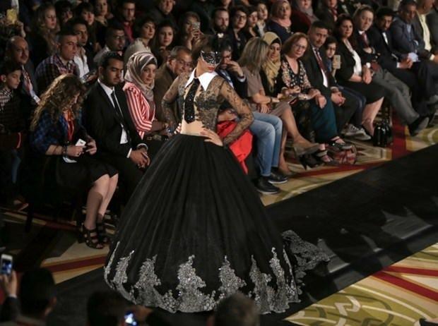Irak'ın başkenti Bağdat'ta 27 yıl sonra bir moda şovu yapıldı.