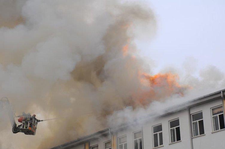 Lisede korkutulan yangın