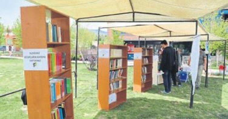 SDÜ'de açık hava kütüphanesi