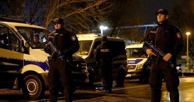 Türkiye'nin Hannover Başkonsolosluğu personeline ait araç kundaklandı