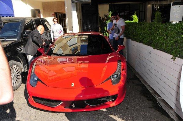 Tolgahan Sayışman'dan Ferrari şov