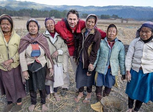 Burunları 4 delikli kadınlar