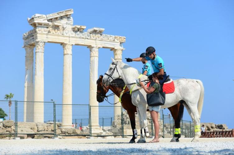 Atlı ve motorize jandarma timleri turizmin hizmetinde