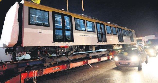 Vagonlar raylara indirildi