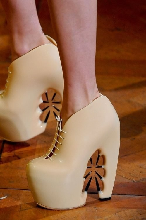 Asla giymeyeceğiniz 35 ayakkabı modeli