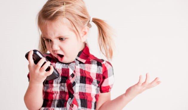 Akıllı telefon çocukların gözüne bakın ne yapıyor!