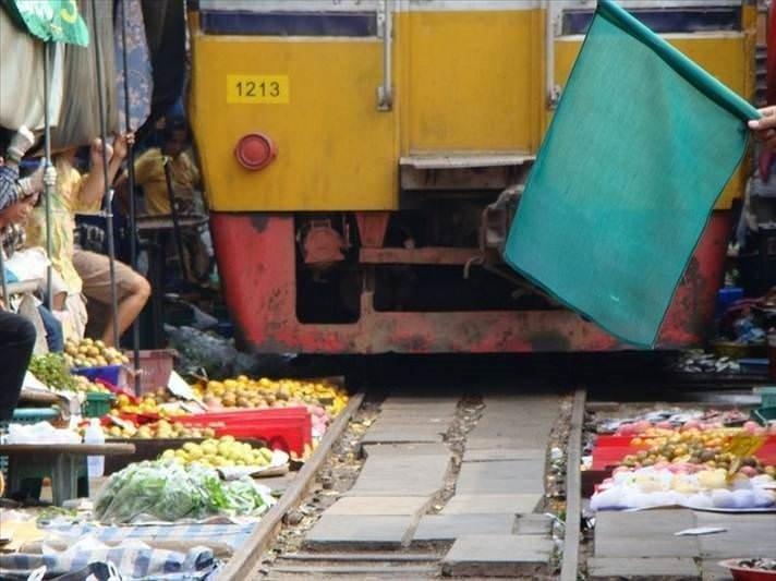 Tayland'da bir garip pazar